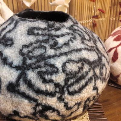 Pot en laine feutree diametre 40cm 1